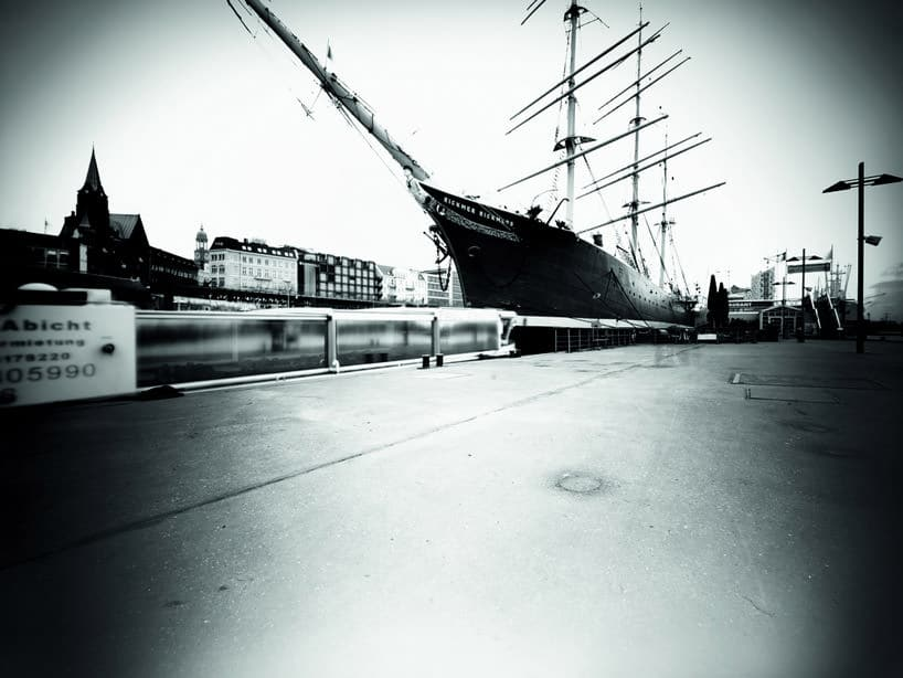 schip in de haven van Hamburg