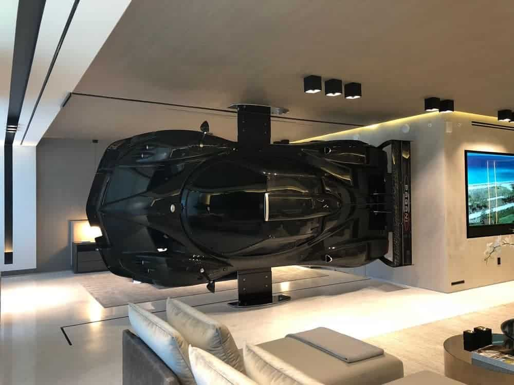 supercar in woonkamer
