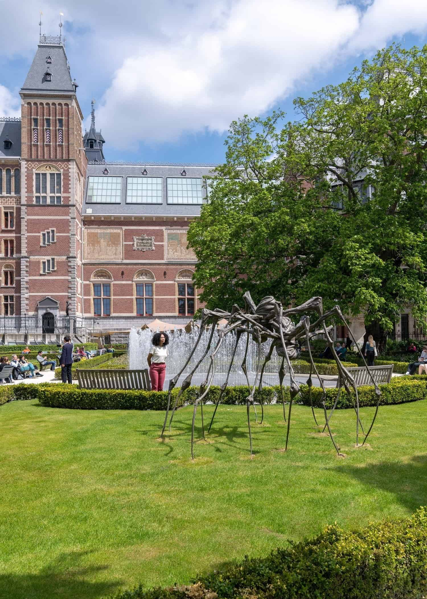 Louise Bourgeois 'Spider Couple' 2003, Easton Foundation. Foto: Antoine van Kaam © The Easton Foundation/Pictoright, Amsterdam