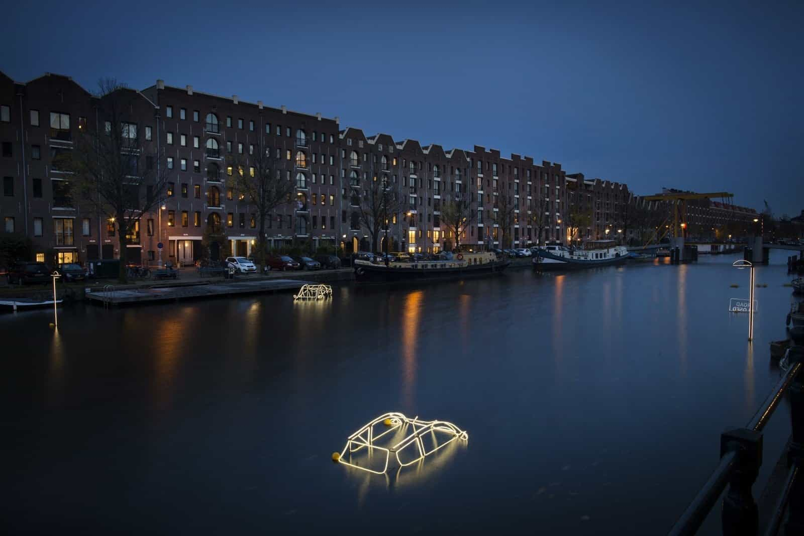 Surface Tension by Tom Biddulph _ Barbara Ryan - Amsterdam Light Festival 2019 - Photo Copyright Janus van den Eijnden (2)
