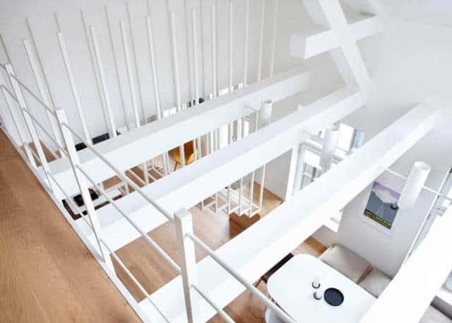 Minimalistische trap van Haptic Architects